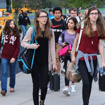 Students arriving from the buses.